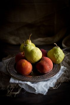 Adventures in Cooking: Peach & Pear Preserves with Rum & Cinnamon Fruit Photography, Food Photography Styling, Still Life Photography, Photography Ideas, Spiced Coffee, Spiced Rum, Herbal Chicken Soup, Pear Preserves, Bartlett Pears