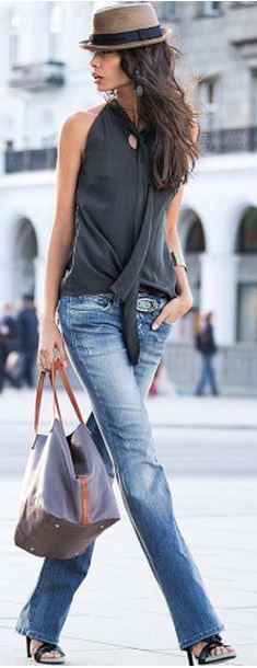 A White Shirt and Jeans Street style | More outfits like this on the Stylekick app! Download at http://app.stylekick.com