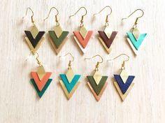 Boucles d'oreilles Flèche en triangle de cuir dorées // Earring Arrow // Leather Earring // Unique Gift / Jewel for her / Turquoise