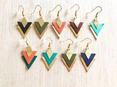 Boucles doreilles Flèche en triangle de cuir dorées // Earring Arrow // Leather Earring // Unique Gift / Jewel for her / Turquoise Diy Leather Earrings, Leather Jewelry, Leather Craft, Diy Jewelry Gold, Jewelry Crafts, Arrow Earrings, Triangle Earrings, Unique Earrings, Diy Earrings