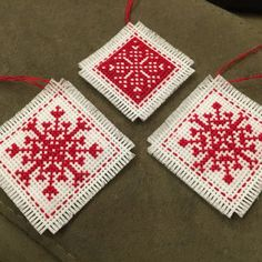 Christmas cross stitch motifs: collection of 22 quick designs Cross Stitch Christmas Cards, Christmas Cross, Christmas Snowflakes, Cross Stitching, Cross Stitch Embroidery, Cross Stitch Patterns, Mini Christmas Tree Decorations, Felt Crafts Patterns, Small Cross Stitch