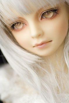 Wow,she's like a ghost doll,or a Luna love good doll.She's magical!