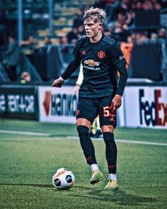 The only positive point against AZ, Brandon Williams ⚫️ mufc manutd ggmu football premierleague Manchester United Old Trafford, Manchester United Players, Ronaldo Soccer Shoes, Soccer Boys, Nike Soccer, Soccer Cleats, Brandon Williams, Manchester United Wallpaper, England Players