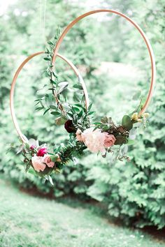 Floral Hoop Hanging Wedding Decor #weddings #wedding #weddingideas #realwedding #weddingday #winerywedding #rusticwedding #weddingdecor