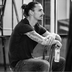 This is one of my favourite pictures! How many like for this? #zlatan #ibrahimovic a picture by iizlatanibrahimovicii on December 27, 2015 at 06:25AM. Ibra Shop