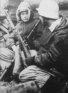 Ww2 Pictures, Ww2 Photos, Sniper Training, Warring States Period, Ww2 Uniforms, Iron Sights, Korean War, German Army, Vietnam War
