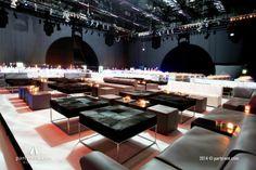 Die Lounge-Area hervorgehoben durch Podeste