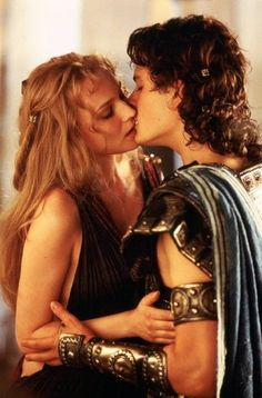 Troy : Paris (Orlando Bloom) and Helen (Diane Kruger) share a passionate embrace.
