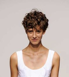 Short Curly Hair Pics to Help You Create a New Look - Love this Hair