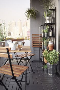 Who needs a restaurant reservation when you can dine out in your own backyard? From tables to chairs to benches, IKEA outdoor dining furniture helps you create a favorite spot to eat out right at home -without the wait.