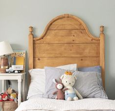 Beautiful curved wooden headboard in a neutral kids room – toptrendpin. Farmhouse Style Bedrooms, Farmhouse Bedroom Decor, Jugendschlafzimmer Designs, Teen Bedroom Designs, Girls Bedroom, Toddler Rooms, Toddler Bed, Kid Beds, Girl Room