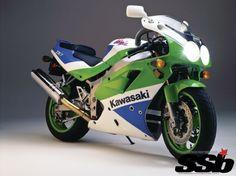 Icon conceives a retro cool Kawi with paint that should come stock. Kawasaki Ninja 750, Kawasaki Zx7r, Kawasaki Cafe Racer, Kawasaki Motorcycles, Cars And Motorcycles, Sportbikes, Classic Bikes, Old Bikes, Sports
