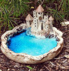 Vogeltränke & Windlicht * Burg am See * Este nido de pájaros / Pottery Houses, Slab Pottery, Ceramic Pottery, Pottery Art, Pottery Sculpture, Sculpture Clay, Ceramic Clay, Ceramic Painting, Diy Clay