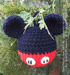 M-I-C, See you real soon, K-E-Y, Why? M-O-U-S-E Mickey Mouse was always a highlight of the Christmas Season for . Diy Crochet Ornaments, Crochet Ornament Patterns, Crochet Crafts, Crochet Projects, Crochet Patterns, Crochet Toys, Crochet Ideas, Mickey Mouse Ornaments, Minnie Mouse Christmas