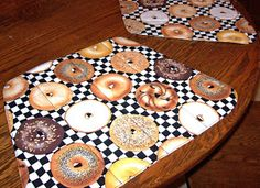 Sid's In Stitches: Easy Placemats for a Round Table Free Pattern Placemats For Round Table, Oval Table, Quilted Table Runners, Kitchen Placemats, Homer Decor, Place Mats Quilted, Sewing Projects, Sewing Ideas, Craft Projects