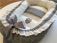 Nytt Babynest grå/vit mönstrad, nappficka,platt kudde och ugglemotiv