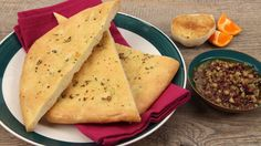 Garlic Flatbread - Recipes - Best Recipes Ever - Add Middle Eastern flair to your table with this soft-crusted golden flatbread, which is great for scooping hummus or baba ghanoush. Savoury Baking, Bread Baking, Garlic Flatbread Recipe, Flatbread Recipes, Lunch Recipes, Healthy Recipes, Cake Recipes, Bread Dumplings, Dinner Bread