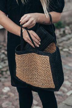envelope bag and wicker-like bag with mobile pocket – Bag Types Crochet Handbags, Crochet Purses, Crochet Bags, Love Crochet, Diy Crochet, Diy Sac, Crochet Market Bag, Knit Basket, Jute Bags
