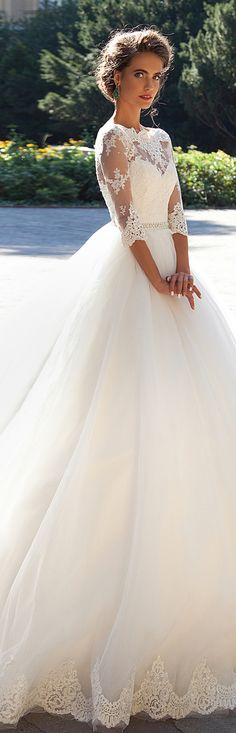 oh my goodness.. this dress is what I dream of.. beautiful!
