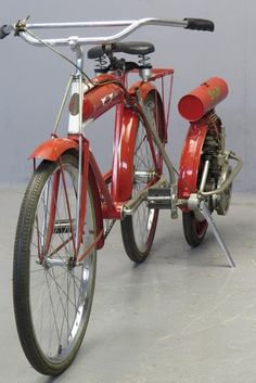 Cool Bicycles, Vintage Bicycles, Cool Bikes, Tricycle, Lowrider Bicycle, Push Bikes, Motorized Bicycle, Scooter Girl, Classic Bikes