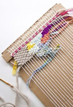 How to Make a Loom out of Cardboard and Start Weaving! Crafts How to Make a Cardboard Loom Weaving Loom Diy, Weaving Tools, Paper Weaving, Weaving Art, Weaving Patterns, Tapestry Weaving, Loom Weaving Projects, Rug Loom, Cardboard Crafts
