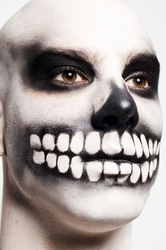 Alexandre Herchcovitch SPFW Winter 2010 Skull Makeup Like this.