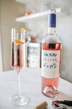 A simple summer mix pairs Blueberry Moscato with lemon juice, gin, and sparkling wine. A fresh take on the classic French 75 cocktail. French 75 Cocktail, Le Gin, Honey Wine, Moscato Wine, Cider Cocktails, Blueberry Juice, Happy Hour Drinks, Wine Sale, Sweet Wine
