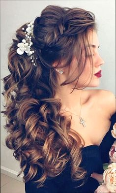 Best 2020 Wedding Updos Ideas For Every Bride This guide details 42 amazing wedding updos + tips. From short hair to long, braids or chignons there are plenty of bridal updos to consider. Wedding Hairstyles For Long Hair, Bride Hairstyles, Down Hairstyles, Easy Hairstyles, Short Hair, Beautiful Hairstyles, Wedding Party Hair, Bridal Hair, Quinceanera Hairstyles