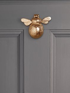 Solid Brass Bumble Bee Door Knocker by Cox & Cox. Selling Furniture, Door Furniture, Bedroom Furniture, Country Furniture, Furniture Storage, Garden Accessories, Home Decor Accessories, Front Door Accessories, Door Knockers Unique