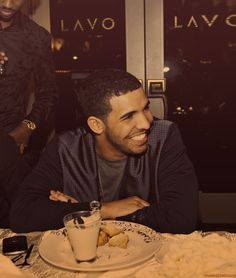 Drake. (: that smile. I loveeeeeee me Drizzy!