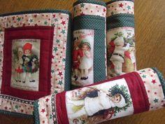 Vánoční+prostírání+prostírání+je+ušité+z+kvalitních+zahraničních+látek+100%+bavlna+bavlněný+panel+je+ze+100+%+bavlna+ozdobná+bavlněná+krajka+vyztužené+vatelinem,aby+prostírání+drželo+tvar+strojově+prošité+kapsička+na+příbory+šité+technikou+patchwork.......velikost+40+x30+cm+praní+na+30+žehlení-bavlna