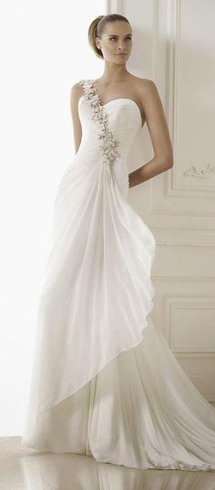 Pronovias Fashion 2015 Bridal Collection   bellethemagazine.com