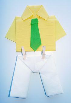 Pliage de serviettes en papier pour anniversaire deco tables pinterest - Pliage serviette chemise ...