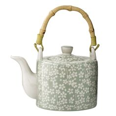 This pretty teapot will satisfy you, she will take her place by your side for a nice little tea-time with friends or family. White Side Plates, To Go Becher, Machine Expresso, Espresso, Green Colour Palette, Kitchen Must Haves, Cafetiere, Chamomile Tea, Calla Lilies