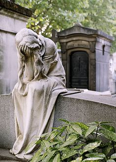 "A pleurant statue in Montparnasse Cemetery, Paris. Pleurant (French) or ""weeper"" statues represent the eternal grief at the loss of a loved one. I have long been fascinated by the depth and detail that goes into cemetery statuary. Cemetery Angels, Cemetery Statues, Cemetery Art, Cemetery Monuments, Statue Ange, Belle France, Old Cemeteries, Graveyards, Sculpture Art"