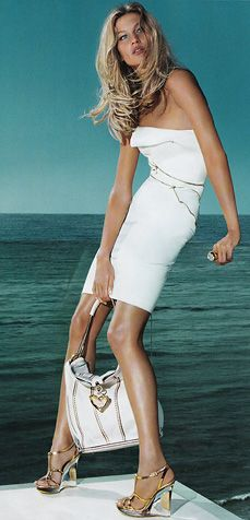 Heart Bag- Gisele Bundchen, Versace S/S 2009. Photographed by Mario Testino.