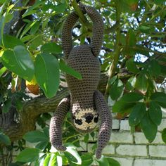 Sloth amigurumi crochet pattern.  Okay, when I have my own home, I'm going to have an indoor tree, make this sweet little guy, and hang him in it! Perfection!!! =)