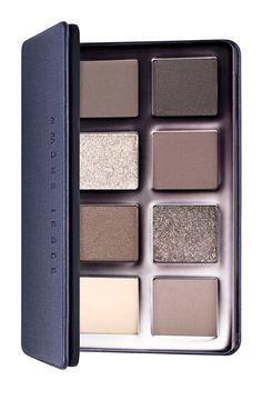 Loving this eyeshadow palette from Bobbi Brown. The mix of gray and beige tones are perfect for creating a range of subtle to statement-making looks. From a clean, crisp eye to a sultry, smoky eye, this palette can do the trick! Kiss Makeup, Love Makeup, Hair Makeup, Neutral Eyeshadow Palette, Eye Palette, Gray Eyeshadow, Bronze Eyeshadow, All Things Beauty, Beauty Make Up