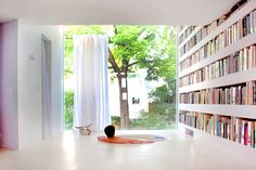 Super-skinny home's private library boasts its own sunken bath...