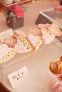 Heart Chocolate Dipped Krispy Treats ~ Sweet idea for Valentines Day Dessert Oreo, Dessert Bars, Dessert Table, Rice Crispy Treats, Krispie Treats, Rice Krispies, Cocoa Krispies, Crispy Cookies, Gateau Baby Shower