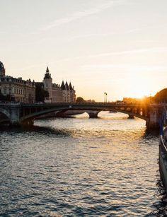 Paris by Juan Jerez.