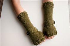 Más guantes sin dedos.
