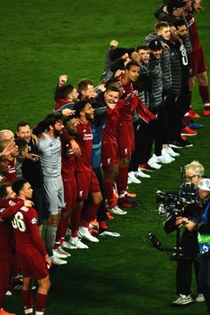 Liverpool Team, Liverpool Champions, Champions League, Barca Flag, Barca Game, Juergen Klopp, Soccer Pictures, Football Players, Cute Guys