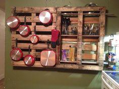 Pallet pot rack #kitchenpotsandpansorganizationawesome Kitchen Pans, Cute Kitchen, Kitchen Shelves, Kitchen Ideas, Kitchen Design, Kitchen Cabinets, Pallet Wall Decor, Wooden Pallet Projects, Pallet Ideas