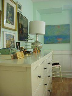Benjamin Moore Creme de Mint = tranquil & serene [via Apartment Therapy] Mint Paint Colors, Nursery Paint Colors, Benjamin Moore, Blue Green Paints, Serene Bedroom, Kids Room Paint, Bedroom Color Schemes, Paint Schemes, Nursery Paintings