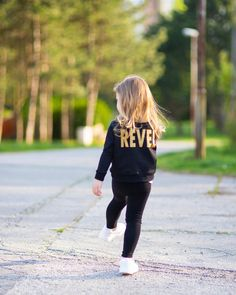 Perfect spring outfit! ☀️🌿www.revelfactory.de . . . . . . #kindermode #streetmode #kinderkleding #mamablogger_de #mamaleben #mamablogger #revelfactory #revelfactoryde Street Mode, Mama Blogger, Kids Fashion, Hipster, Outfit, Style, Outfits, Swag, Hipsters