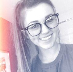 sadie robertson nerd glasses