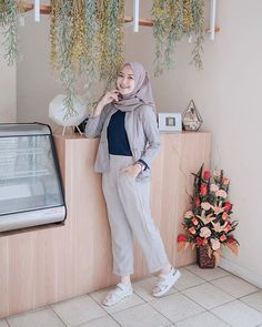 Super Ideas For Fashion Casual Girl Stylists Modern Hijab Fashion, Street Hijab Fashion, Hijab Fashion Inspiration, Muslim Fashion, Trendy Fashion, Casual Hijab Outfit, Ootd Hijab, Hijab Style Dress, Hijab Fashionista