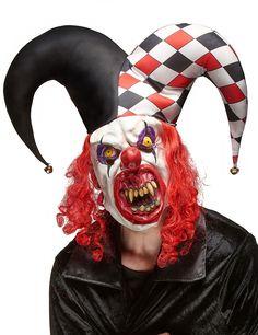 Maschera in lattice da joker per adulti: Questa maschera da Joker è per adulti.Si tratta di una maschera spaventosa in lattice, rappresenta infatti un giuyllare mostruoso.Composta da capelli sintetici rossi, il classico cappello da...