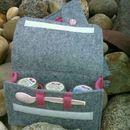 """Gläschentasche - Tasche für maximal 3 Babygläschen Eine passende Tasche für maximal drei Breigläser.  Der innenliegende Filzstreifen dient als """"Stossdämpfer"""" beim Transport, er verhindert..."""